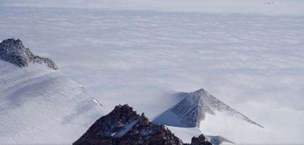 Pirámide en la Antártida