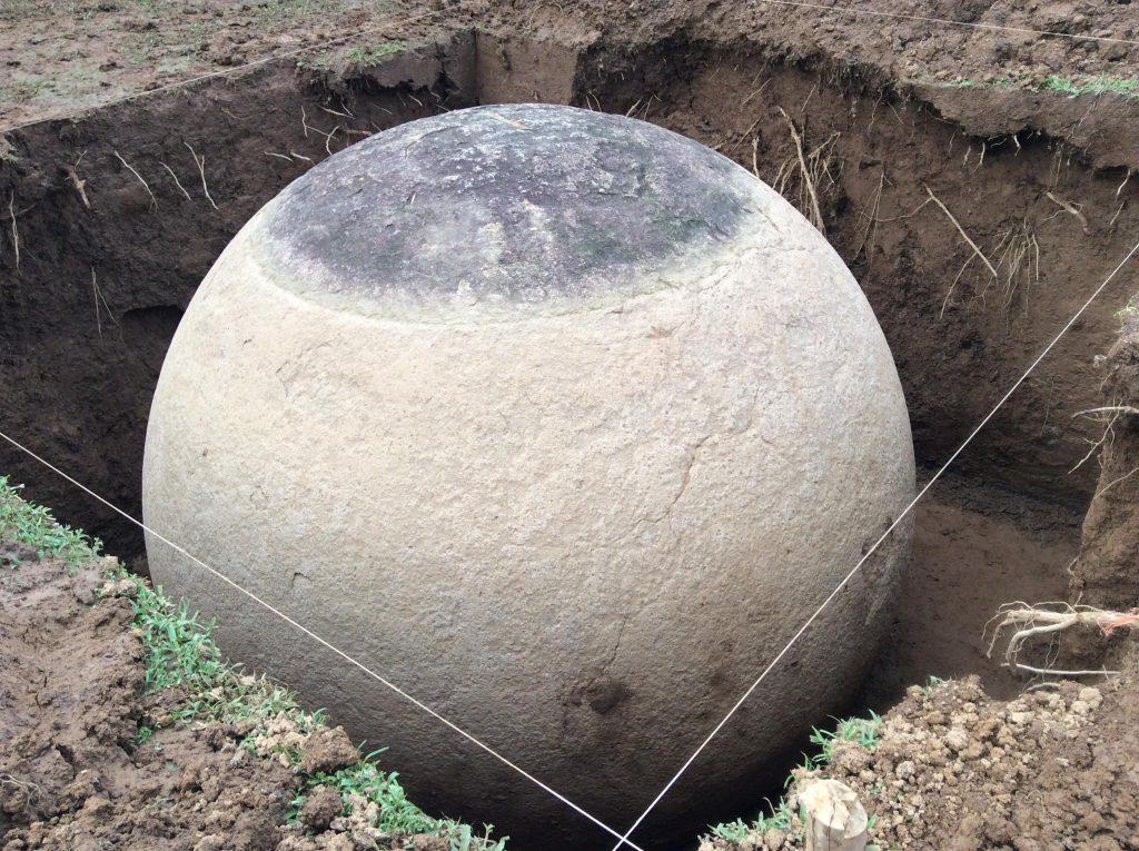Esferas de piedra gigantes