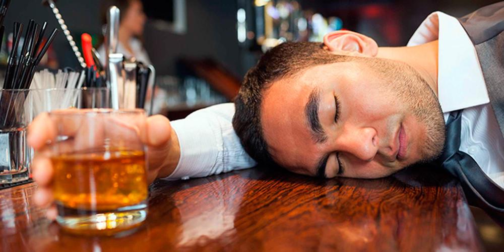 Beber alcohol muy seguido es dañino