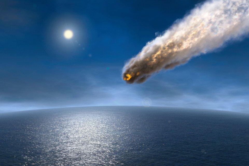 Meteorito cayendo al mar