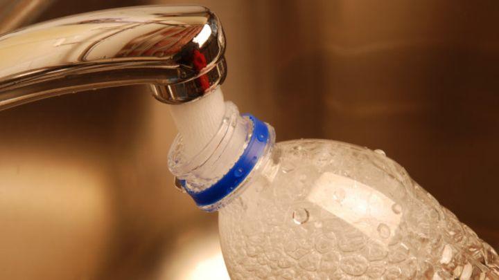 ¿Es seguro reutilizar las botellas de agua